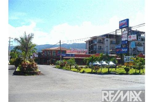 Commercial Shopping Mall in the Main Strip of Jaco Beach!
