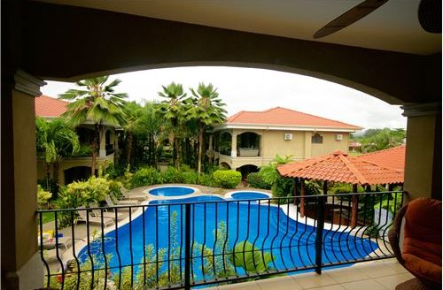 Poolside Luxury Condo Conveniently located in Jaco, One block from the Beach!