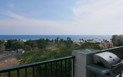 Jaco Penthouse Condo in a Central Location and Near the Sand