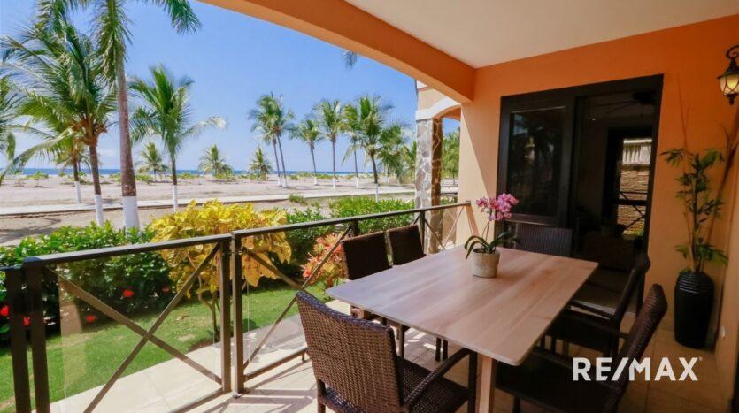 Bahia Encantada A1 Beachfront Terrace Outside Dining Area