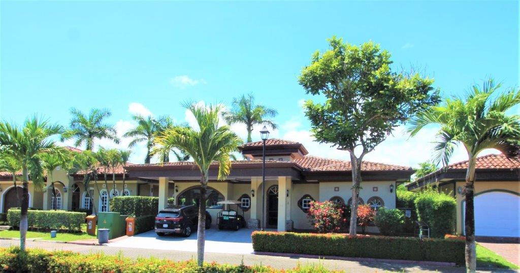 Remax real estate, Costa Rica, Esterillos, Casa Nancita Beach House    Private Pool Walk to the Beach   3 Bdrm